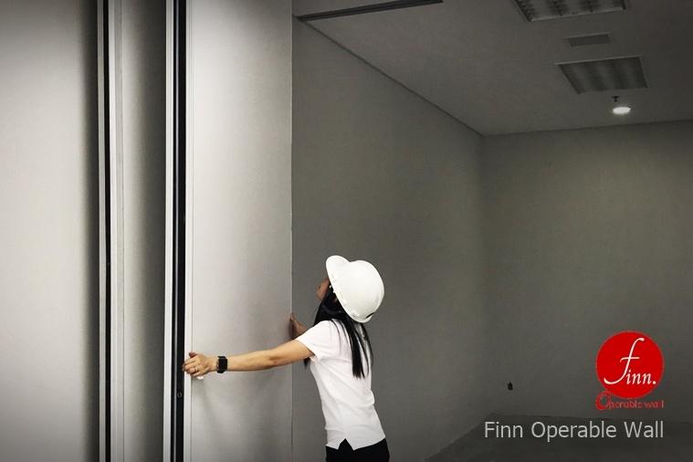 ผนังกั้นห้องประชุม คือ Finn Operable Wall by FIINN_Decor